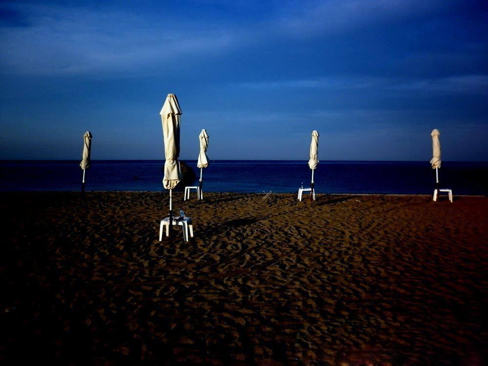 By the sea/ φωτό: Σπύρος Τσακίρης