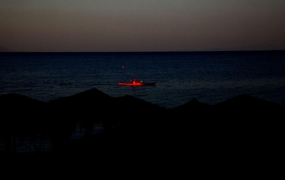 Ρίξε κόκκινο στη νύχτα/ φωτό: Σπύρος Τσακίρης